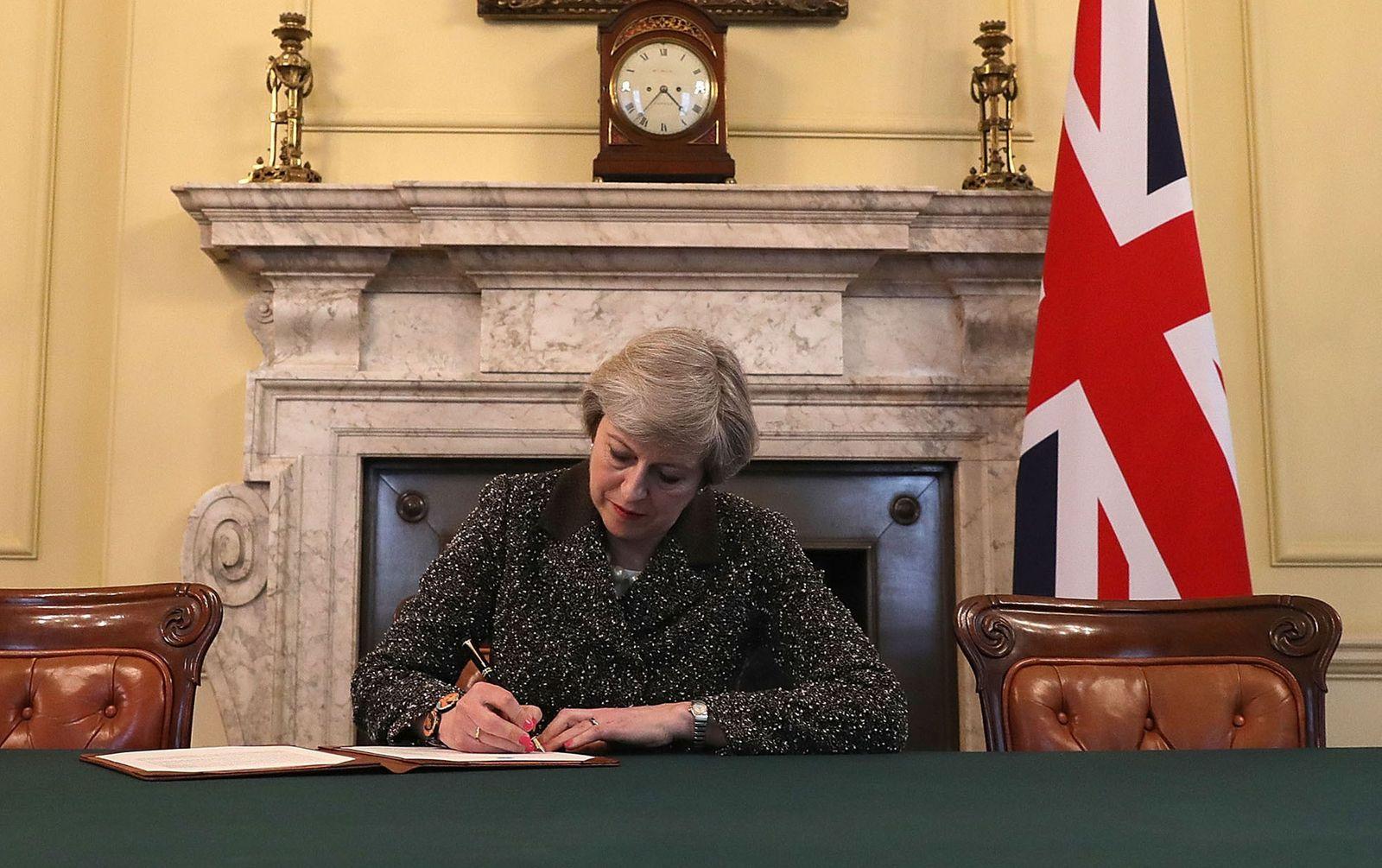 Theresa / Unterschrift / Brexit