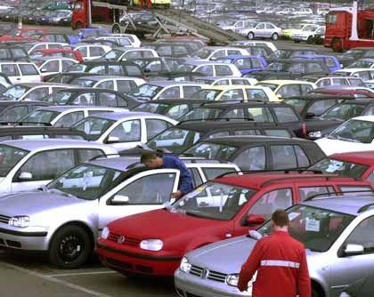 Optimismus verfrüht? Nicht nur Volkswagen bleibt auf seinen Neuwagen sitzen