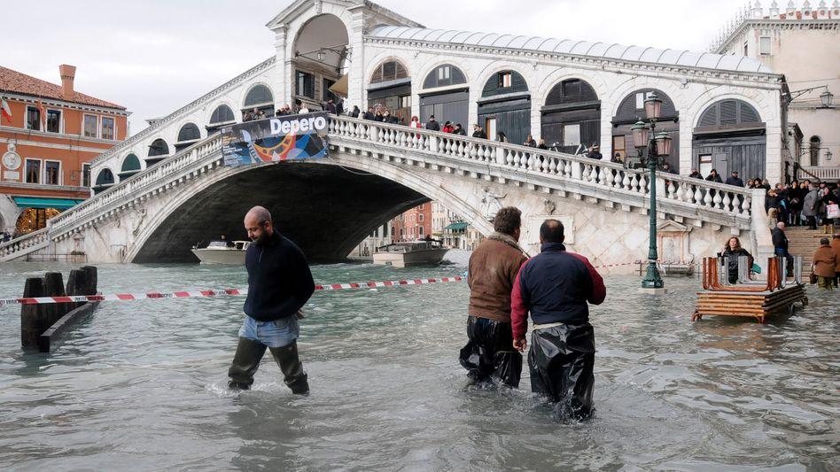 Was in Venedig Alltag ist, bedroht zahlreichen weitere Städte: Ausgaben für Schutzmaßnahmen gegen den Klimawandel könnten Staatshaushalte überfordern