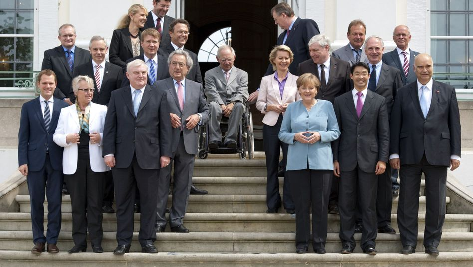 Treffen auf Schloss Meseberg: Kanzlerin Merkel trifft Gewerkschafter