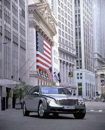 PR-Getöse: Der Maybach vor dem Gebäude der New York Stock Exchange