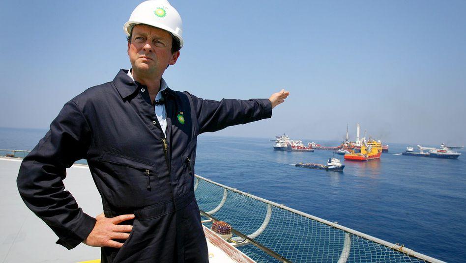 Ein Bild aus besseren Zeiten - oder auch nicht: Ex-BP-Chef Hayward mischt im Ölgeschäft wieder kräftig mit