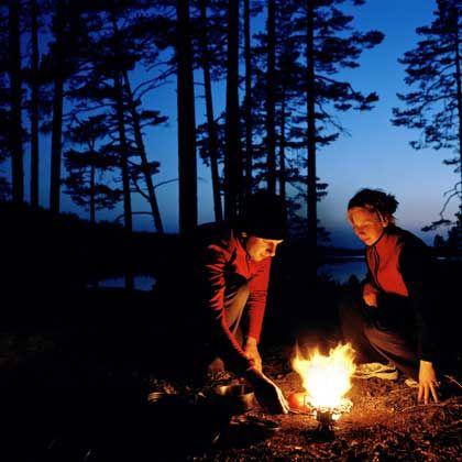 Übernachten in der Wildnis: Lagerfeurromantik macht den Mangel an Komfort wett