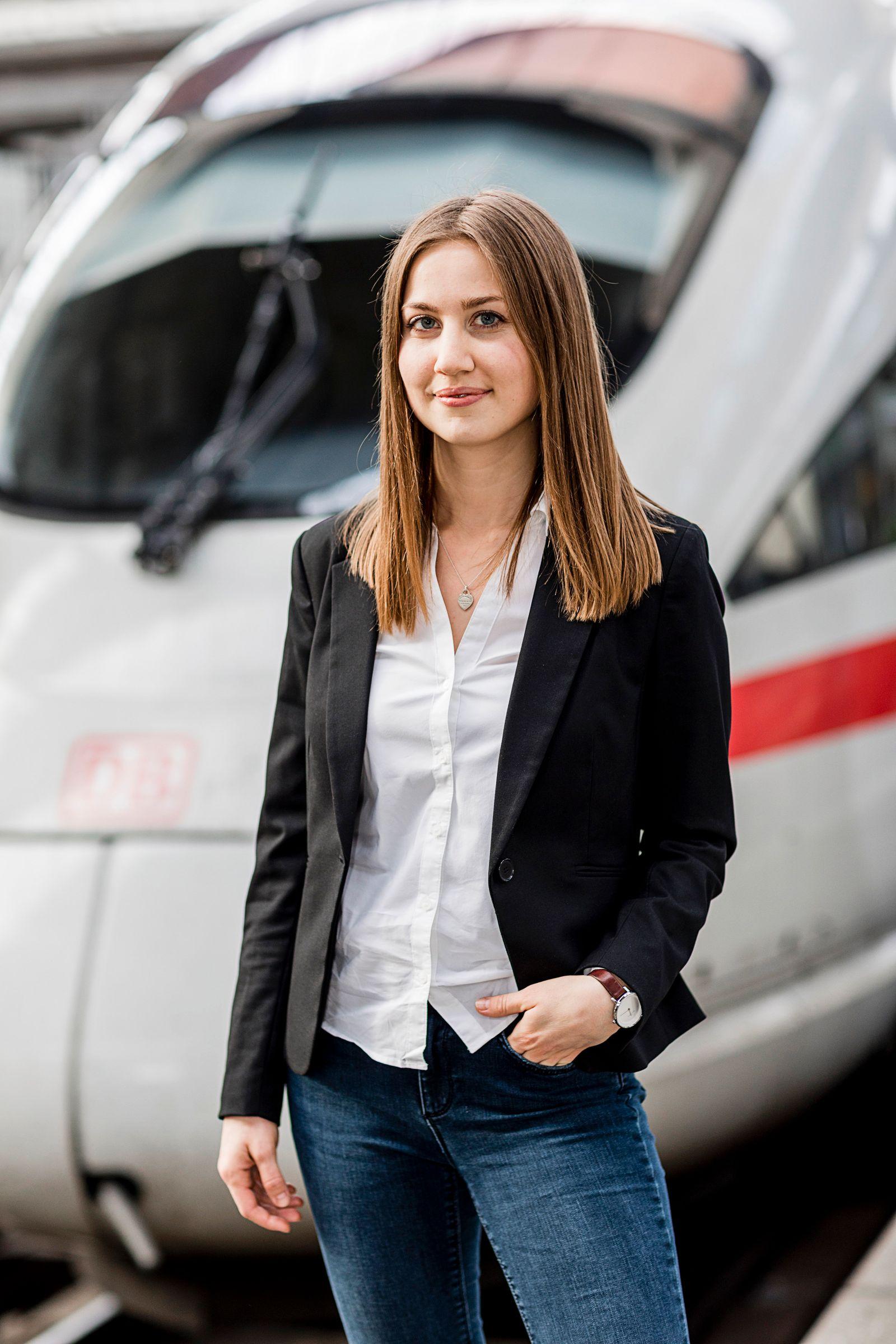 Christina Hoiß - die 23.000. Mitarbeiterin, die die DB in diesem Jahr eingestellt hat