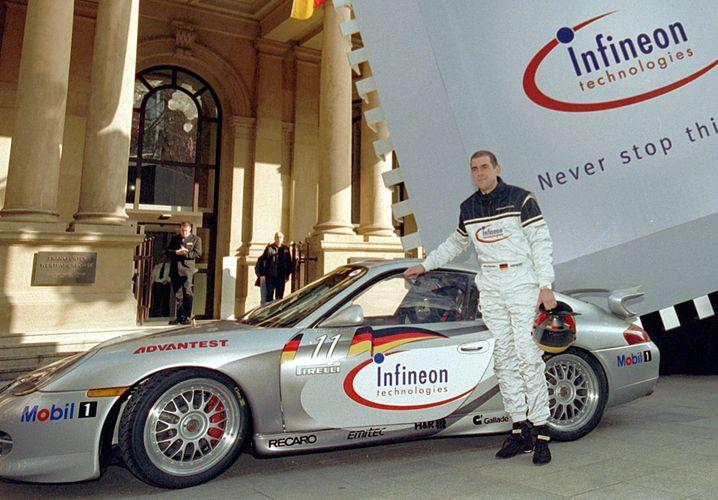 Damaliger Infineon-Chef Ulrich Schumacher vor der Frankfurter Börse (13.3.2000)