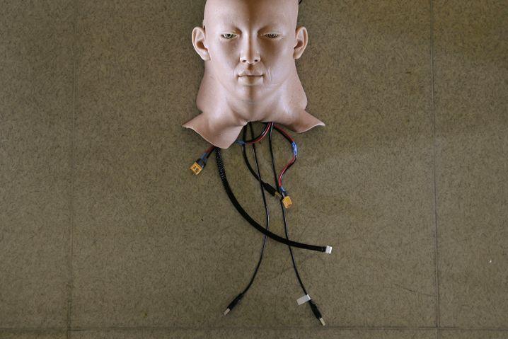 Ein Roboter-Kopf mit spezieller Haut des Unternehmens Hanson Robotics in Hong Kong