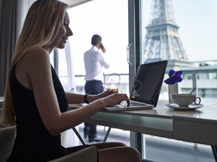 """Direkter Blick auf den Eiffelturm: Mit dieser Besonderheit wartet das """"Pullman Paris Tour Eiffel"""" auf."""