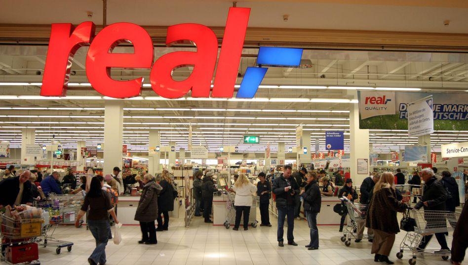 Real Supermarkt: Redos wird nur einen Teil der Märkte behalten - der Rest geht an die Konkurrenz. Doch bei Edeka hat das Kartellamt Bedenken