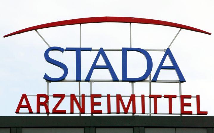 Hier ist noch alles heil: Logo von Stada am Konzernsitz in Bad Vilbel.