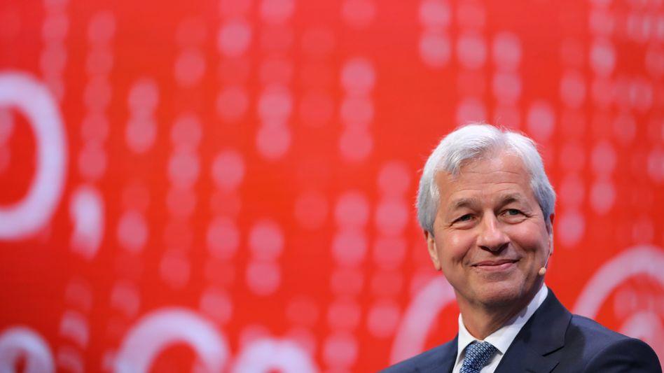 Hat gut lachen: JPMorgan Chef James Dimon ist längst selbst Milliardär - und die US-Banken dominieren das Bankengeschäft weltweit