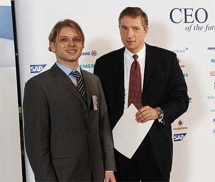 Robert Kratz (23) Gewinner des Sonderpreises Technologie und Entrepreneurship mit Siemens-Chef Klaus Kleinfeld