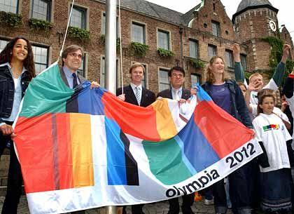 Olympia statt RWE: Düsseldorfs OB Joachim Erwin (Bildmitte) hat mehr Lust auf Sport als auf Wirtschaft