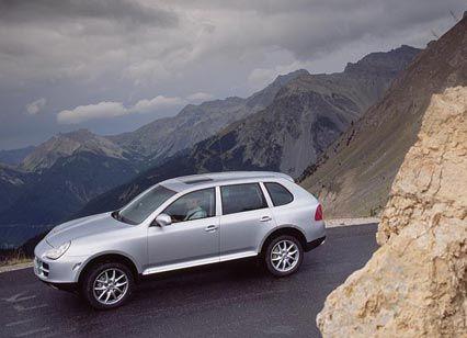 Sicher am Abgrund: Der Cayenne fährt sich, dank höchst kultivierten V-Acht-Motors, schnell und sicher wie ein Sportwagen