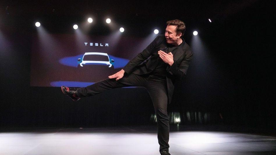 Wirkungstreffer: Tesla-CEO Elon Musk präsentiert in Kalifornien das Model Y. Die Performance stimmt nicht nur auf der Bühne.