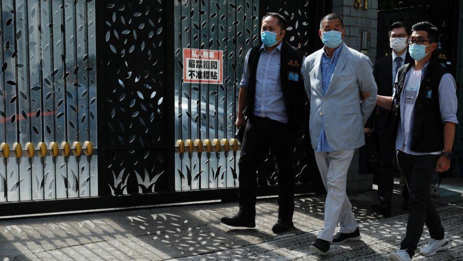 Jimmy Lai bei seiner Verhaftung am Montag