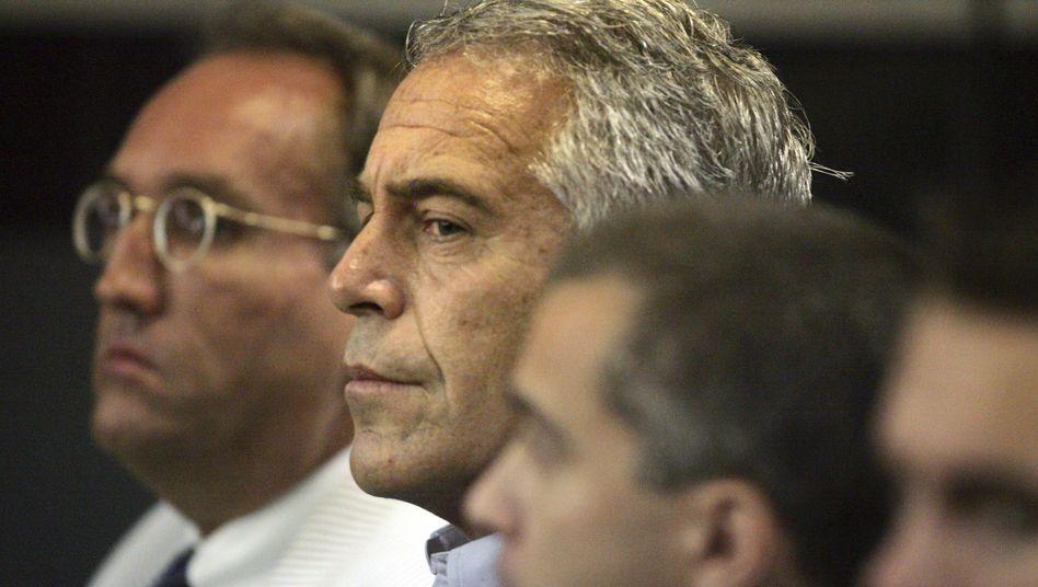 Epstein bei Gerichtstermin (Archivaufnahme): Der Deutschen Bank machen die Geschäfte mit dem Ex-Hedgefonds-Manager bis heute Ärger.