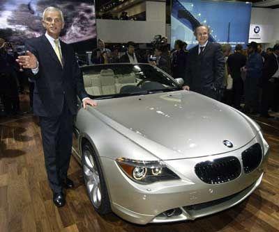 Nische in der Nische: Drei mal BMW. Vorstandschef Helmut Panke (l.), die Cabrioversion des luxuriösen Coupés 645 Ci und Entwicklungsvorstand Burkhard Göschel