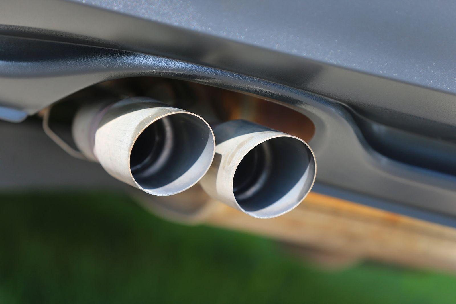 Auspuff eines VW Dieselautos