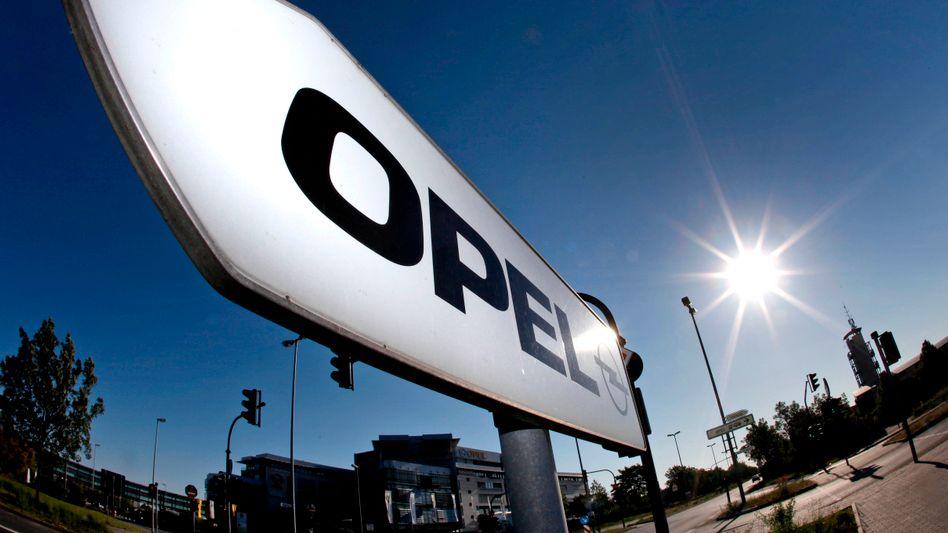 Vor der Opel-Zentrale in Rüsselsheim: Künftige Marschrichtung wieder unklar
