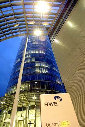 Essener Ausrufezeichen: Der Versorger RWE ließ 1996 einen mit Masten 162 Meter hohen Zylinder errichten, der vom Architekturbüro Ingenhoven und Partner geplant wurde.