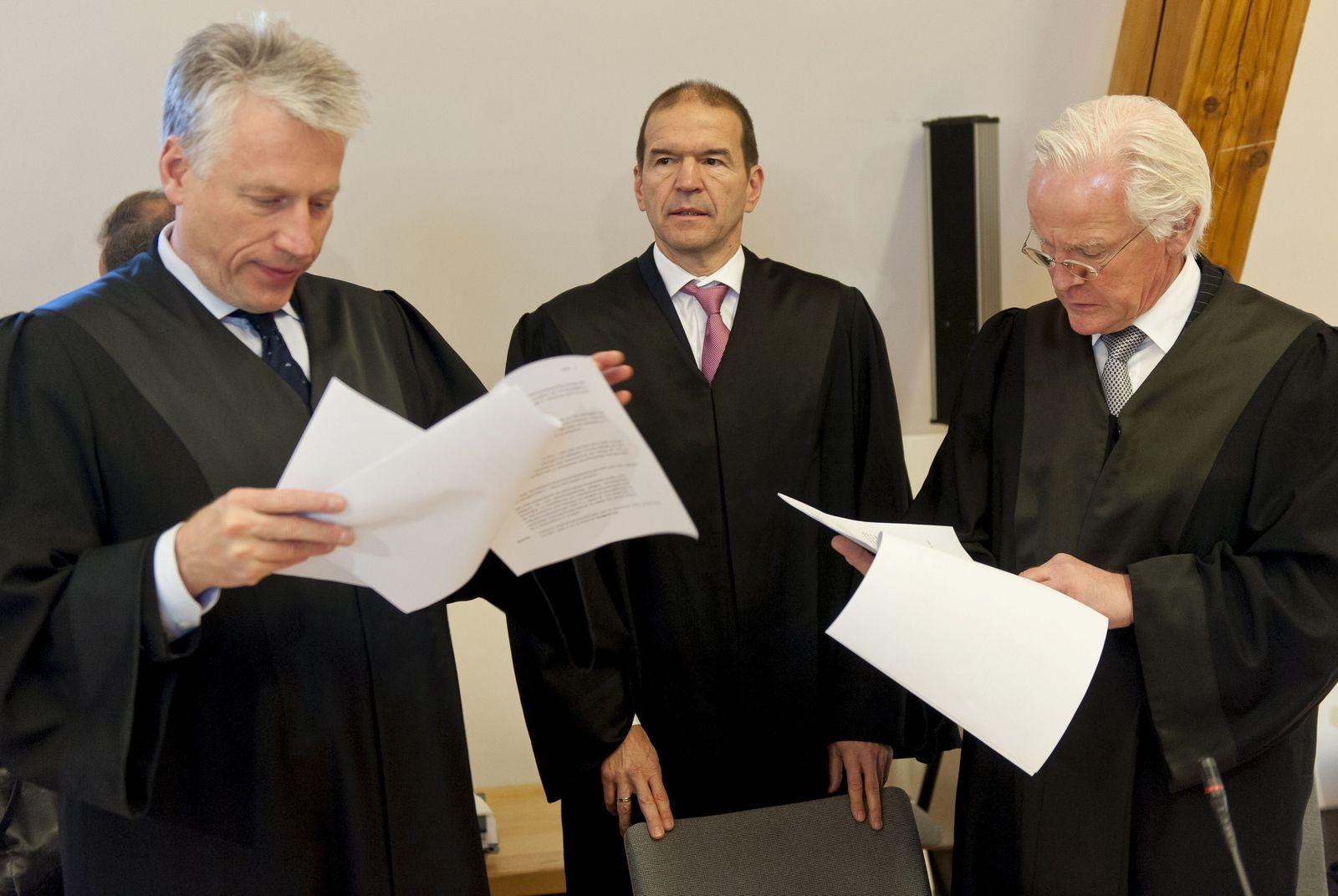 NICHT VERWENDEN Kirch-Prozess / Anwälte