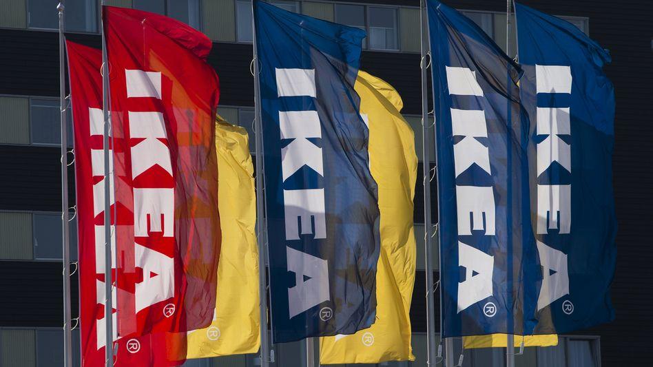 Ikea-Flaggen in den Niederlanden: Bei dem Möbelriesen haben die Söhne des Gründers die Macht übernommen