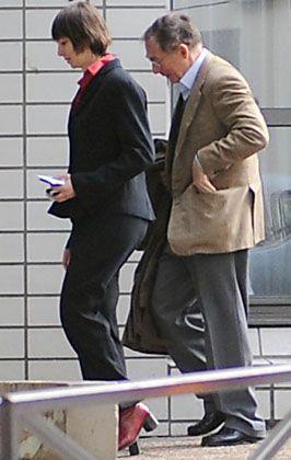 Unter Verdacht: Forgeard bei seiner Verhaftung im Mai 2008