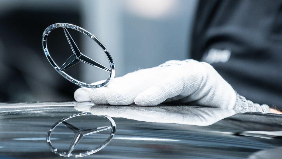 Die neue S-Klasse von Daimler: Die Autobauer wandeln sich zu E-Autobauern und Mobilitätsdienstleistern. Das verändert auch das Geschäft der Versicherer, die mit den Herstellern jetzt einen neuen Wettbewerber haben