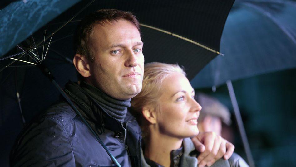 Alexej Nawalny (mit seiner Frau Julia): Nowitschok in der Unterhose