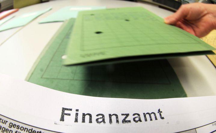 Finanzamt: Dort wird man sich mit den neuen Regeln für Fondssparer auseinandersetzen. Und ab dem 1. Januar 2018 auch die Anleger selbst. Noch also ist Zeit für Vorbereitungen