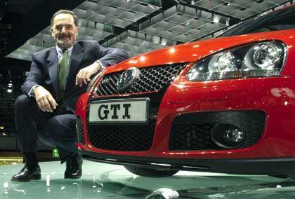 US-Investor kauft VW-Aktien für seine Kunden:Vorstandschef Pischetsrieder mit Golf GTI