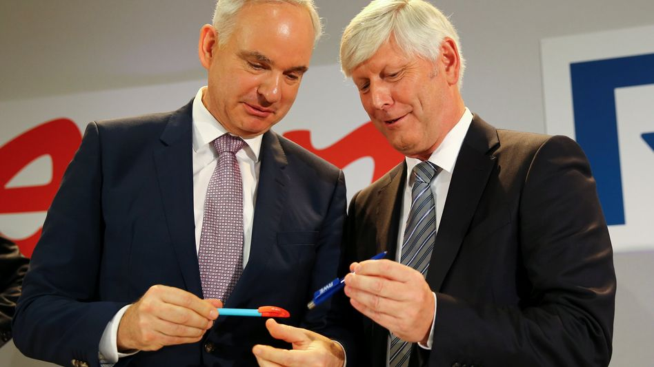 Aus zwei mach eins: Johannes Teyssen (Eon, links) und Rolf Martin Schmitz (RWE, rechts) bei Verkündung des Deals.