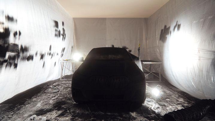 BMW X6 in Extrem-Schwarz: Das dunkelste Auto der Welt