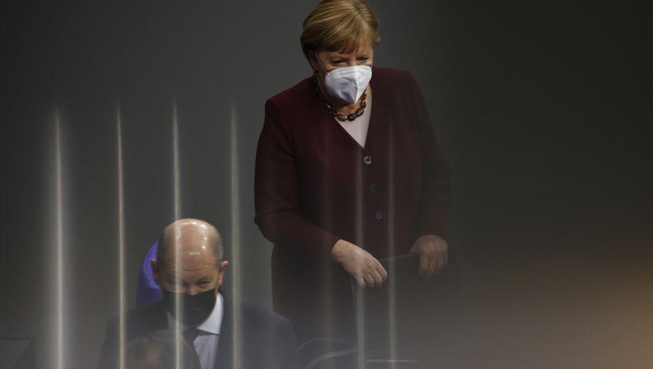 Duo bis zum Wahlkampf: Bundesfinanzminister Olaf Scholz (SPD) und Bundeskanzlerin Angela Merkel (CDU) am Donnerstag im Bundestag