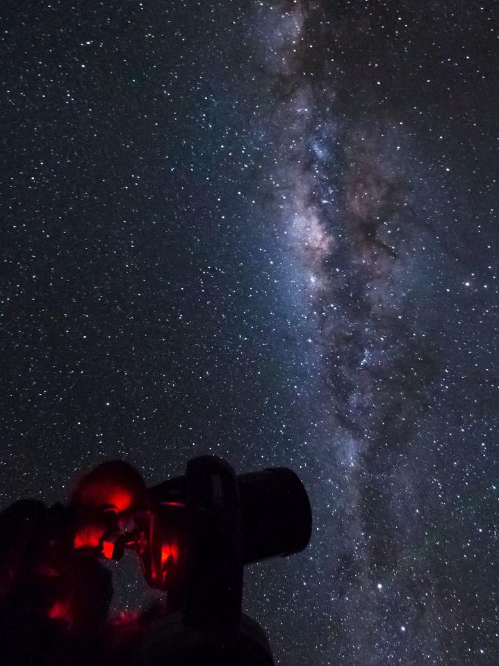 Am Kraterrand: 13 Teleskope blicken vom Mauna Kea aus ins All