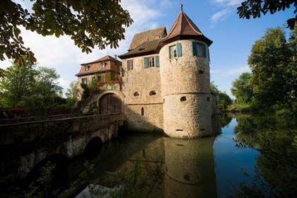 Hochherrschaftliche Unterkunft: Das malerische Wasserschloss in Unsleben am Rande der Rhön öffnet seine Pforten auch für Übernachtungsgäste