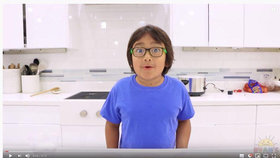 Experimente und Spielzeugtests: Der achtjährige Ryan ist 2019 YouTubes Influencer mit dem höchsten Einkommen