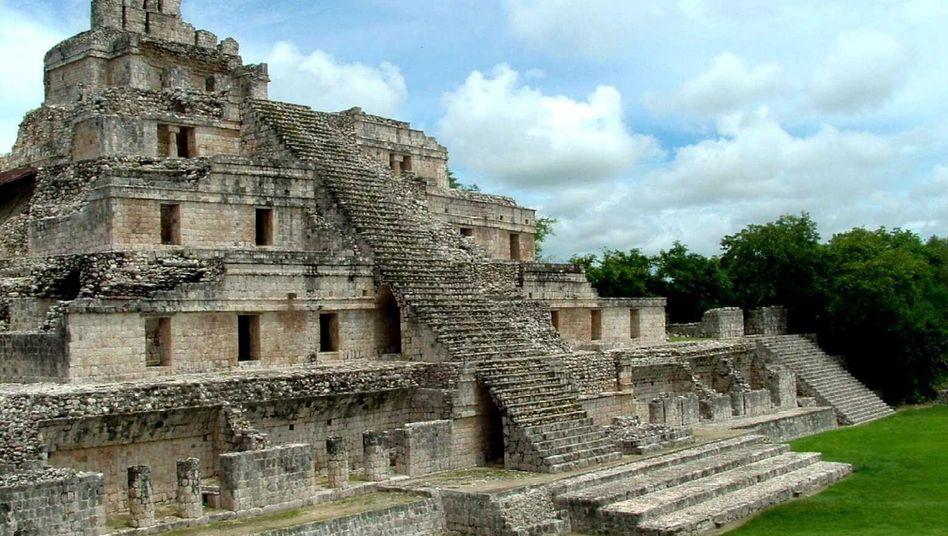 Maya-Tempel in Yucatan: Heute haben in Mexiko Autos Hochkonjunktur