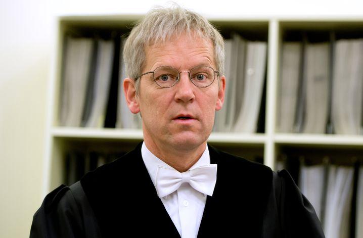 Betont freundliche Haltung der Deutsche-Bank-Verteidiger gegenüber dem Gericht: Ob der Vorsitzende Richter Noll (Bild) sich davon beeindrucken lässt?