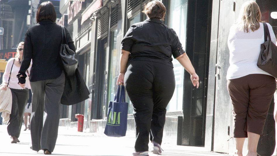 Übergewichtige in New York: Bürgermeister Bloomberg hatte große Portionen und Trinkbecher als eine der möglichen Ursachen bekämpfen wollen