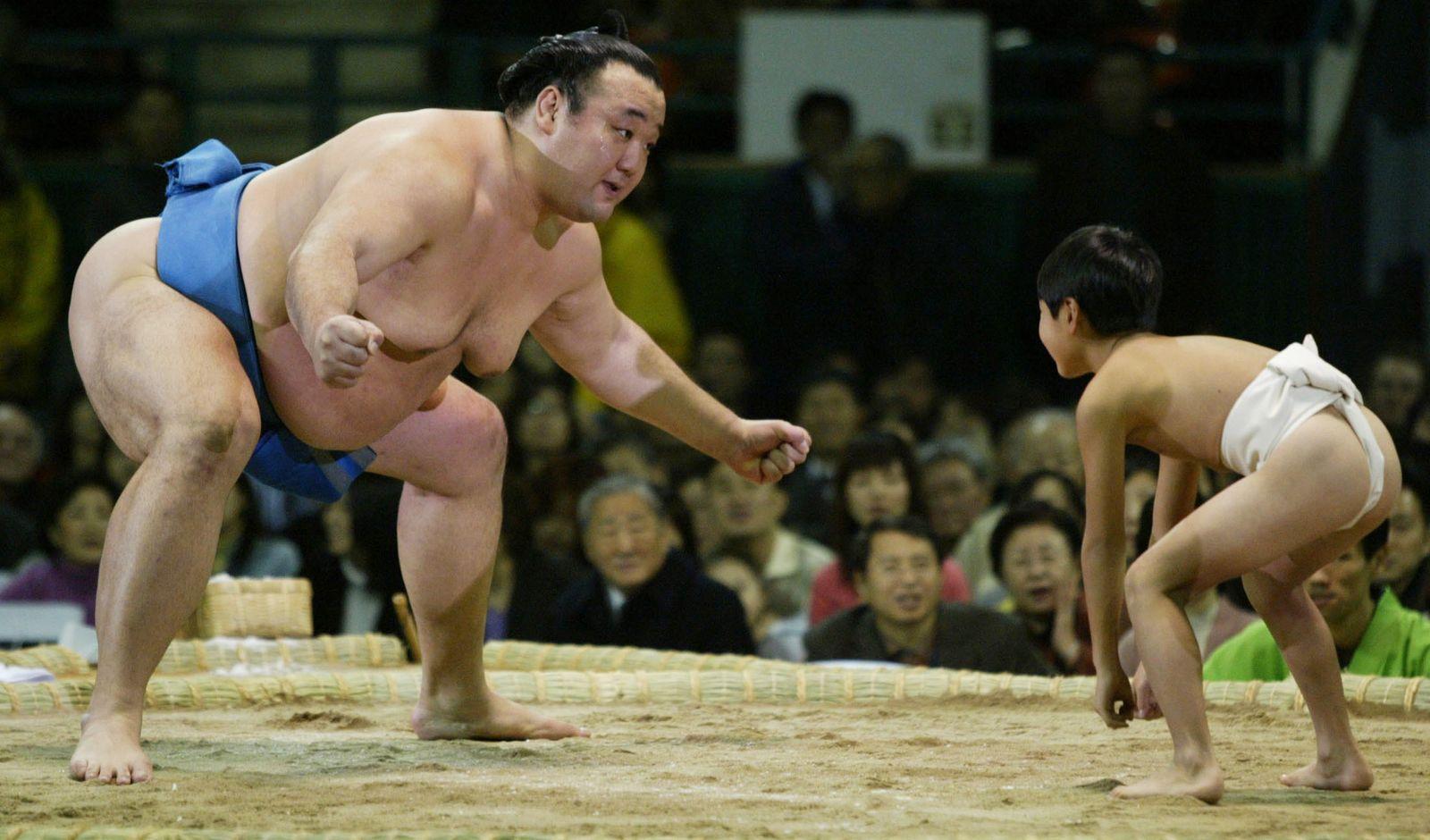 Korea / Sumoringer / Groß gegen klein