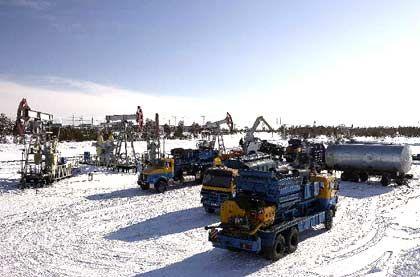 Unterwegs in Westsibirien: Cat-Oil-Trupps pumpen mit Hochdruck hydrochemische Verbindungen in Öl- und Gasquellen. Auf diese Weise soll sich die Durchlässigkeit von Gesteinsformationen erhöhen und der Rohstoff besser fließen