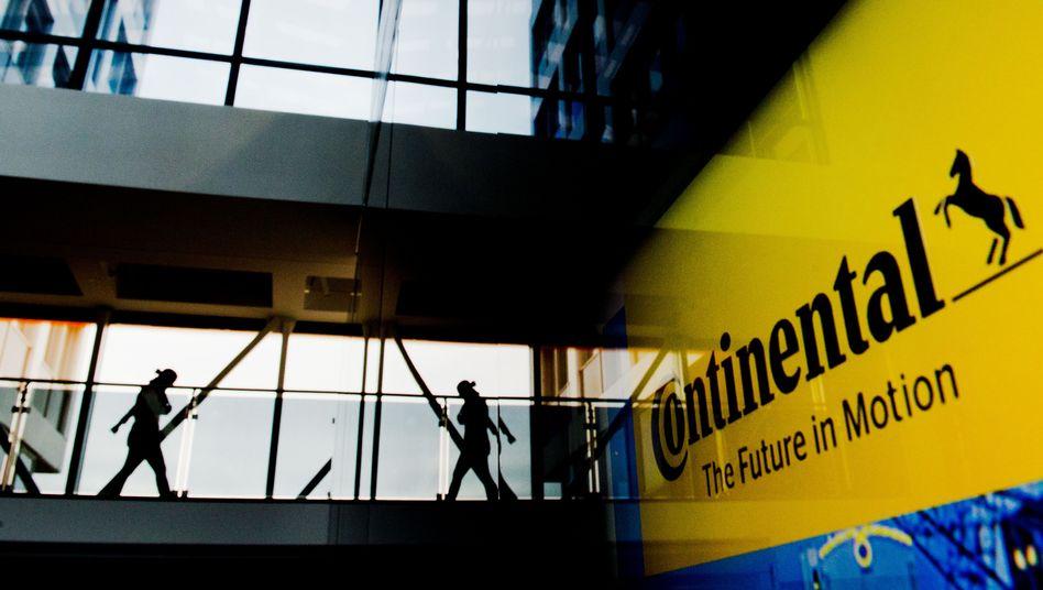 Mitarbeiter in einem Continental-Werk in Hannover
