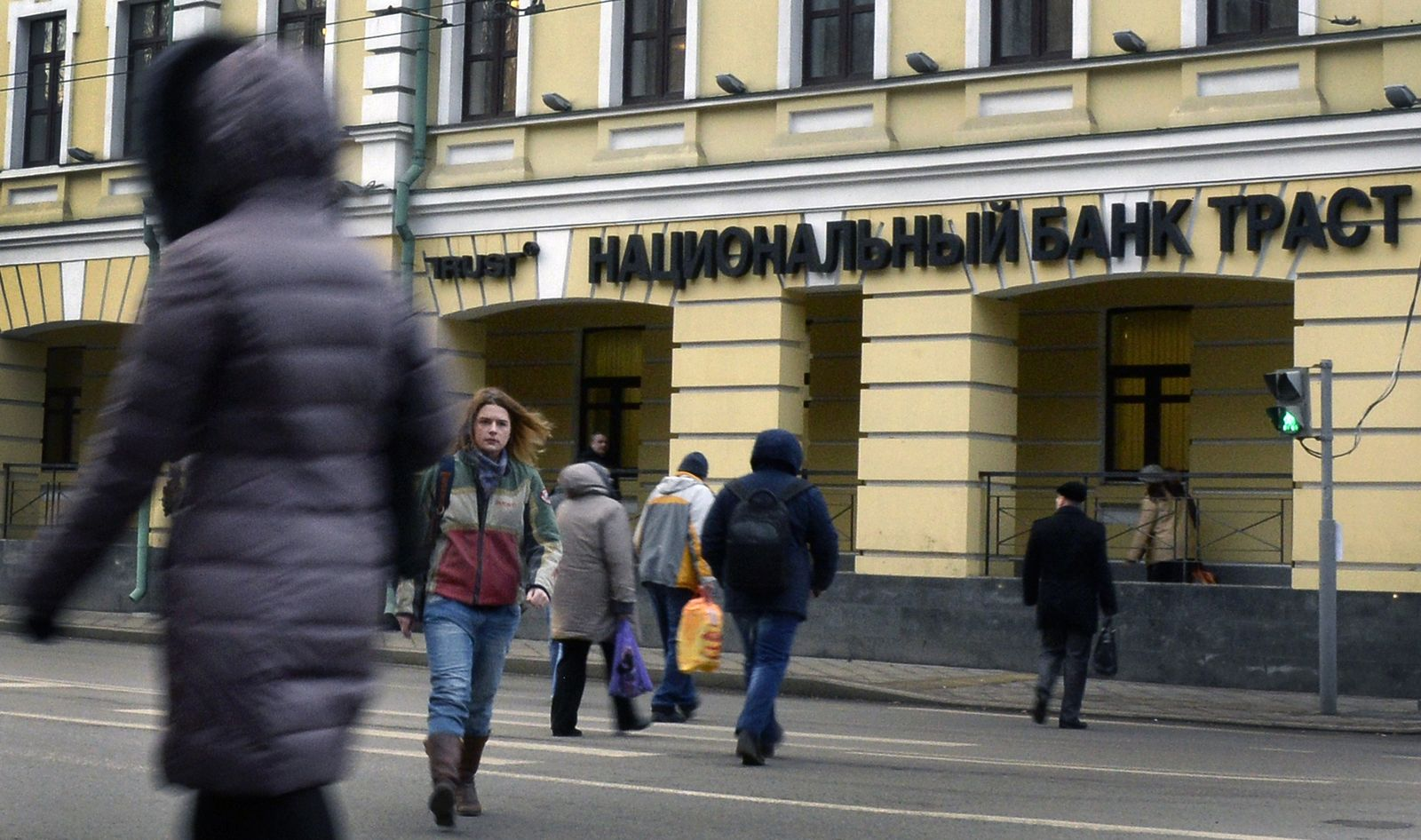 RUSSIA-ECONOMY-CRISIS-FOREX-TRUST