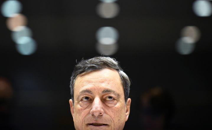 Wohl keine Zinswende mehr mit Mario Draghi: Der EZB-Chef will mindestens bis Herbst an der Nullzinspolitik festhalten. Draghis Amtszeit läuft im Oktober 2019 aus