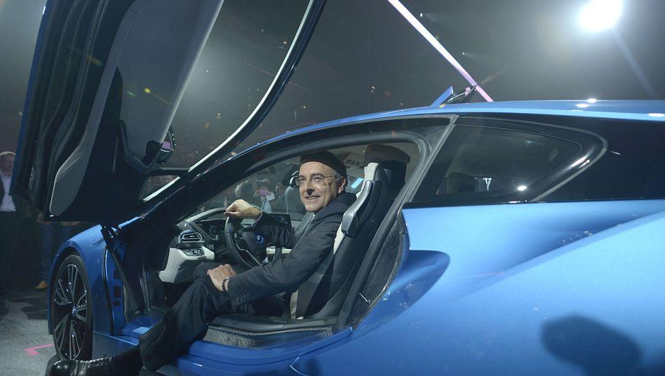 Sportlicher Auftritt: BMW-Chef Reithofer im Elektroflitzer i8