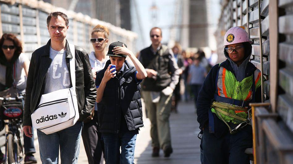 Bauarbeiter in New York: Wer mehr als 455 Dollar pro Woche verdiente, hatte keinen Anspruch auf Bezahlung von Überstunden. Diese Grenze hat die US-Regierung nun auf 913 Dollar angehoben - und erntet einen Proteststurm