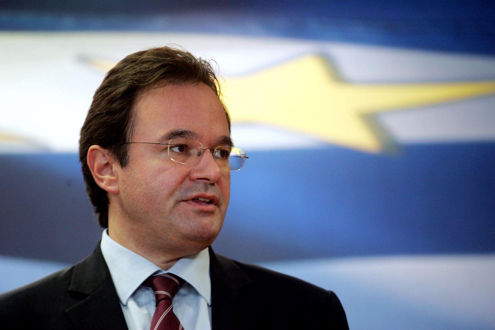 Griechenlands Finanzminister stellt Haushaltsentwurf für 2011 vor / George Papakonstantinou
