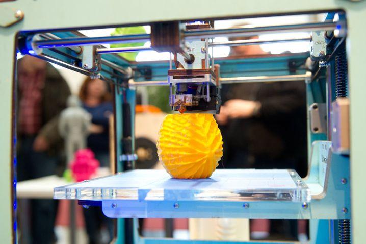 Ein 3D-Drucker in Aktion: Noch steckt die Branche in den Kinderschuhen - doch das könnte sich in wenigen Jahren ändern