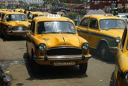 Ambassador: Das indische Traditionsauto, sehr oft in Taxiausstattung gebaut, ist ein Sinnbild für den Aufbau einer eingenständigen Industrie im Land